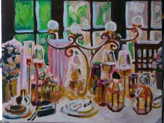 夕方のテーブルの画像