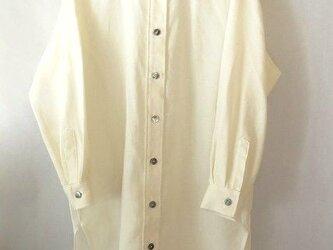 手織り木綿使用・ロングシャツ・黒蝶貝の画像