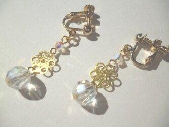 カットガラス・メタルパーツのイヤリングの画像