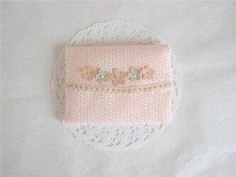 かわいいフラワーモチーフ付きポケットティッシュケース(ピンク)の画像