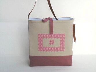 刺繍入り帆布ショルダーバッグ 千鳥格子 額ピンクの画像