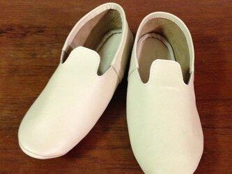 牛革 アイボリー モカシンシューズ ルームシューズ 革靴の画像
