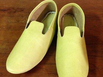 牛革 ライトグリーン モカシンシューズ ルームシューズ 革靴の画像