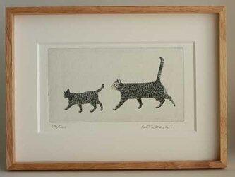 お散歩・二匹の猫/ 銅版画 (額あり)の画像