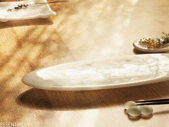 純白ガラスの器 -「 KAZEの肌 」● 37×15cm・光沢の画像