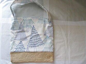 北欧風ツリー柄 布&かごバッグ ナチュラルの画像