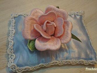 ピンクの薔薇のコサージュ・ヘアーアクセサリーの画像