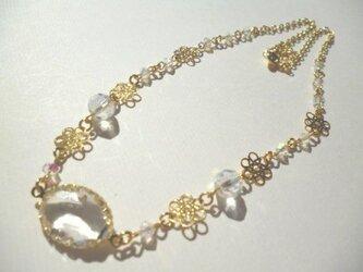 フレームストーン・カットガラス・メタルパーツのネックレスの画像