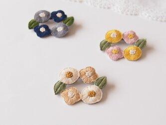 [受注制作]お花のリースの刺繍ブローチ(natural)の画像