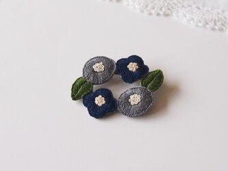 [受注制作]お花のリースの刺繍ブローチ(dark)の画像