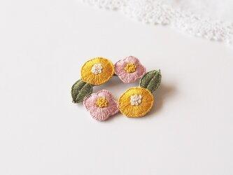 [受注制作]お花のリースの刺繍ブローチ(sweet)の画像