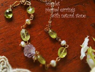 ローズアメジスト薔薇と宝石質グロッシュラーガーネットのブレスレットの画像