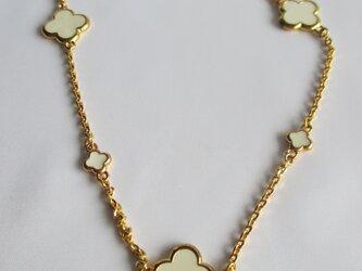 ホワイト・クローバーのネックレス       の画像