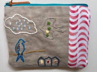 鳥がいる空の風景  刺繍ポーチの画像