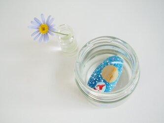 painted pebble art 子育てママの秘密知ってる?青い石の画像