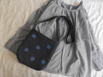 [ mayasora様オーダー品 ]刺し子のドットバッグ・ミニ<濃紺地×藍ステッチ×スモーキーブルードット>の画像