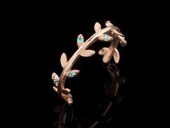 【18K受注製作】アクアブルーカラーCZリーフモチーフ18Kピンキーリングの画像