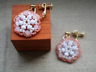 ビーズレース(ピンク) のイヤリングの画像