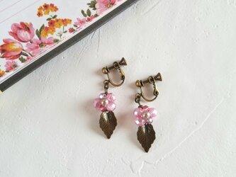 紫陽花のイヤリングorピアス(ピンク)の画像
