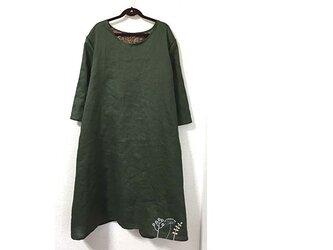 裾に刺繍の麻ワンピースの画像