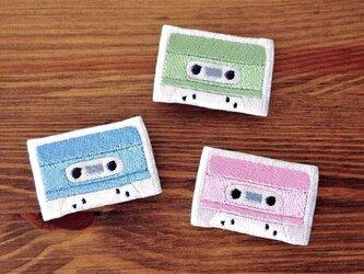 刺繍ブローチ 「カセットテープ」の画像