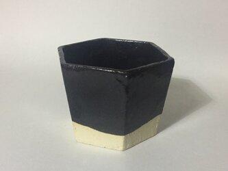 T038 黒釉六角酒杯の画像