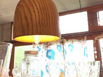 クリの木のペンダントライトの画像