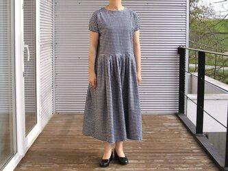 播州織コットン*ゆったりシルエットのノスタルジックなワンピース(紺×白チェック)の画像