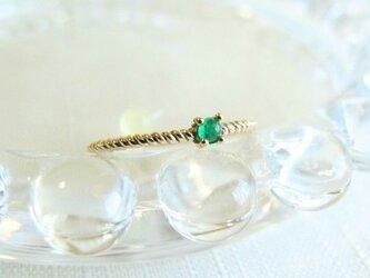【受注製作】ぷっくりエメラルド  ツイストピンキーリング / K10YG 5月誕生石 emeraldの画像