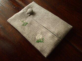小花刺繍のポケットティッシュケース ベージュチェックの画像