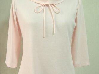 ロールカラーのリボン大好きTシャツ(淡ピンク)の画像