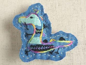 手刺繍干支ブローチ「辰」[受注制作]の画像