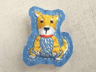 手刺繍干支ブローチ「戌」[受注制作]の画像