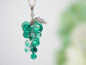 ぶどうネックレス 緑の画像