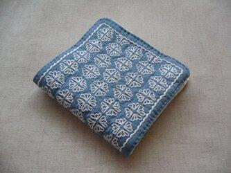 ◆◇◆レトロ花刺繍のハンカチ【sax blue】◆◇◆の画像