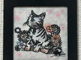 切り絵 想いを馳せる猫ちゃんの画像