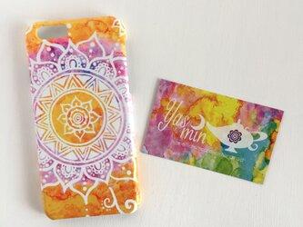 【春・夏】モロッコ風手描き曼荼羅模様のオレンジとパープルのスマホケースの画像