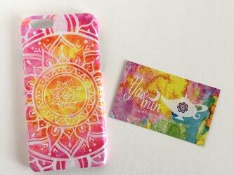 【春・夏】モロッコ風手描き曼荼羅模様のピンクとイエローのエスニックスマホケースの画像