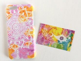 【春・夏】モロッコ風手描き曼荼羅模様のピンクとオレンジのエスニックスマホケースの画像