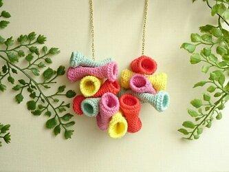 かぎ編みネックレス〈カラフルチューブ〉の画像