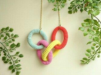 かぎ編みネックレス〈カラフルリング〉の画像
