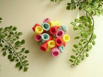 かぎ編みブレスレット〈カラフルチューブ〉の画像
