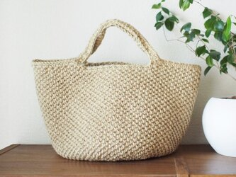 内布付きの涼しげな格子模様の麻ひもかごバッグの画像