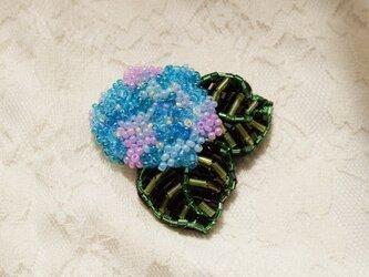 紫陽花ブローチ(ベトナムガラスビーズ)の画像