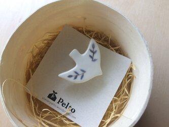 【受注製作】トリのブローチ(ブルーの葉)の画像
