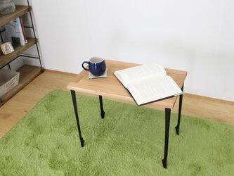 框組みで組んだ天板に猫脚風のアイアン脚を組み合わせたオシャレで場所取らずのサイドテーブルの画像