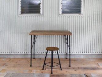 *ダイニングや作業台に*天然杉の古材板で作った天板とアイアン脚のアンティーク調テーブルの画像