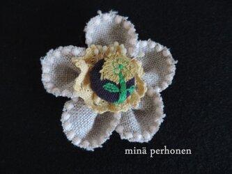 ミナペルホネンシリーズ ~ お花のブローチ ~の画像