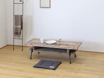 【棚付き】天然杉の古材とアイアンパイプの脚で作った山小屋風ローテーブル・座卓の画像