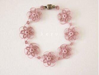 大きな花のブレスレット(ピンク)/タティングレースの画像